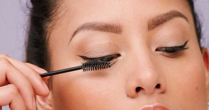 How To Hold Your Head To Get Smudge-Free Mascara From A MUA