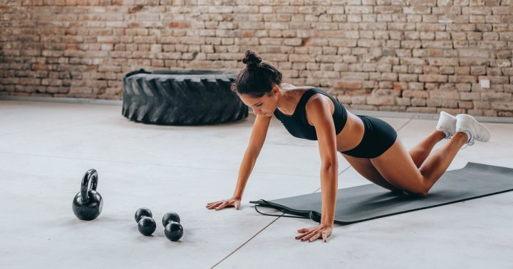 How To Do Tabletop Triceps Pushups To Work Your Arms And Core