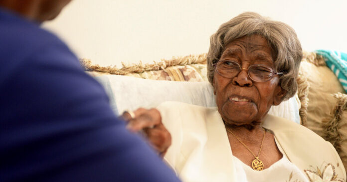 Hester Ford, Oldest American, Dies