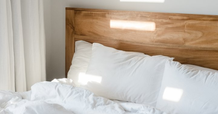 The Best Pillows For Side Sleepers (According To Chiropractors & Sleep Doctors)