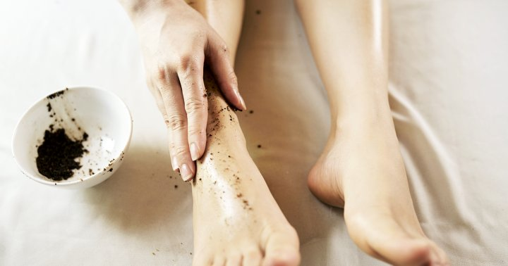 5 DIY Foot Scrubs For Smooth Soles & How To Use Them Right