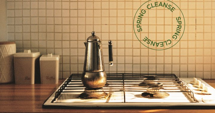 How To Clean Your Stovetop Using DIY Cleaners: Recipes + Pro Tips