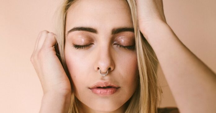 The Biggest Dos & Don'ts Of Getting Rid Of Clogged Pores On Your Nose